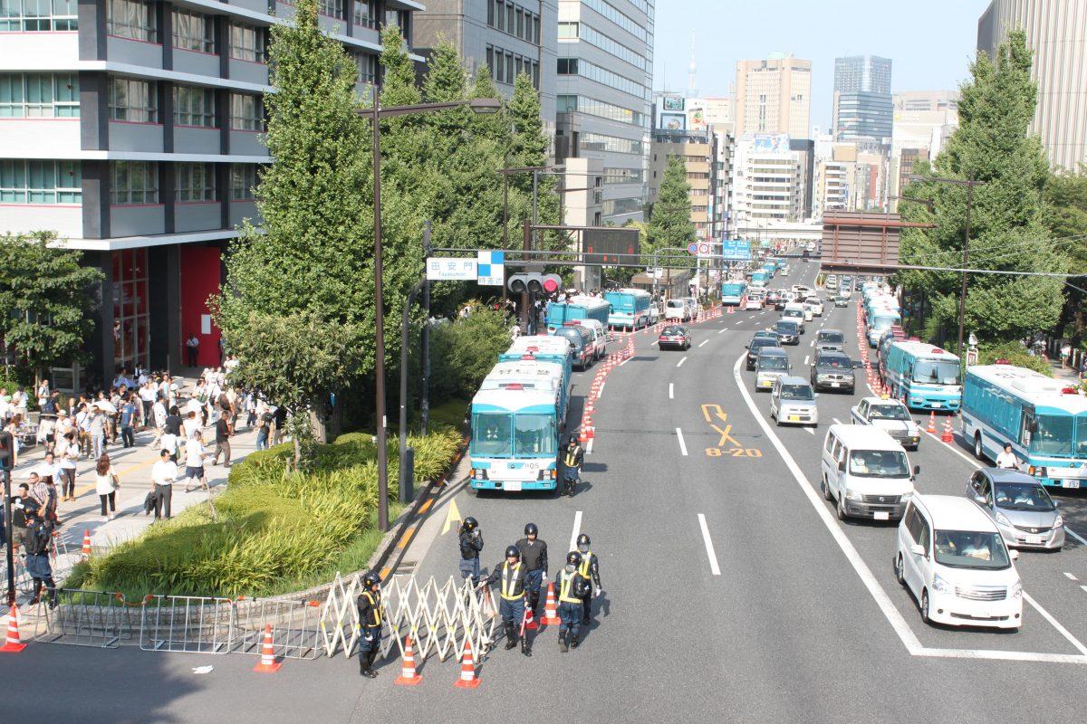 靖国神社と武道館の間にある歩道橋