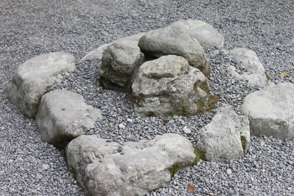 伊勢神宮の外宮にあるパワースポット三ツ石