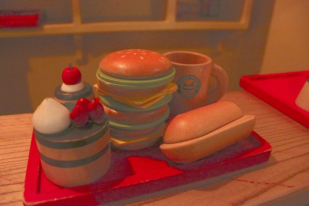東京おもちゃ美術館の木製のケーキ