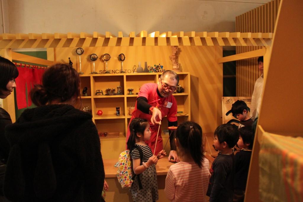 東京おもちゃ美術館の実演