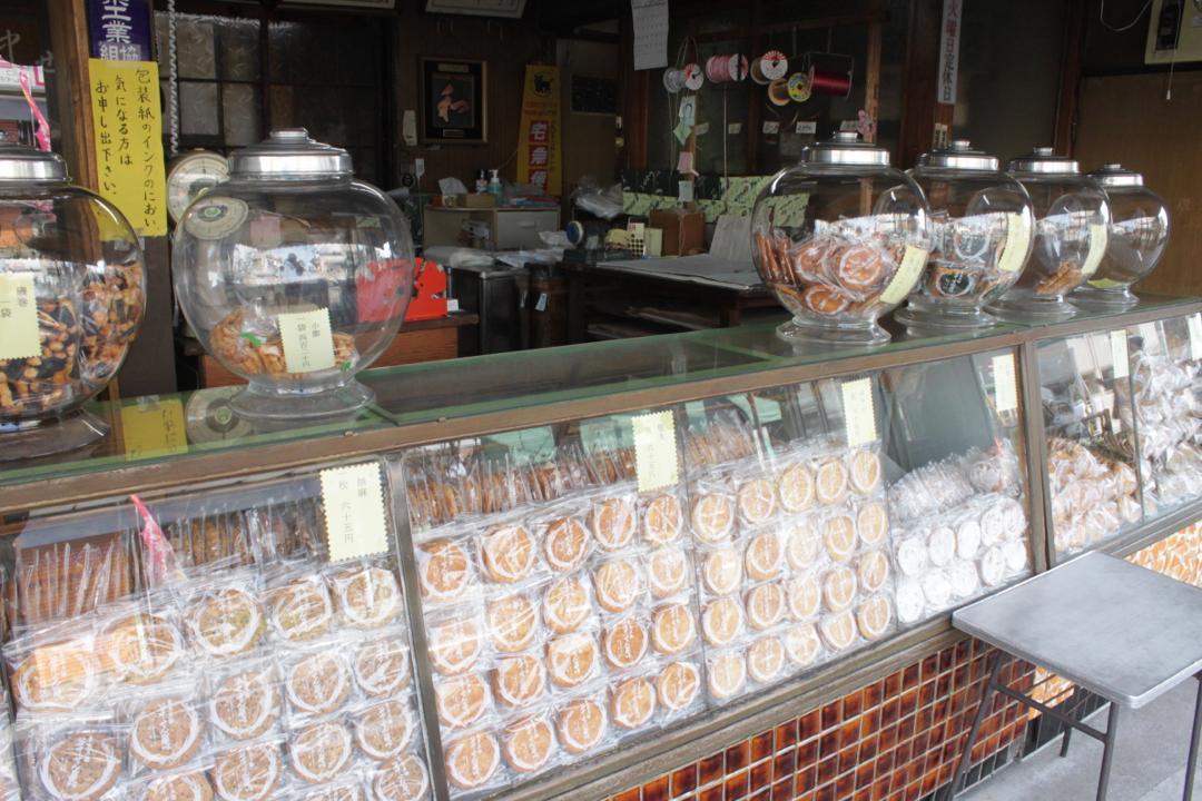 谷中の煎餅屋さん