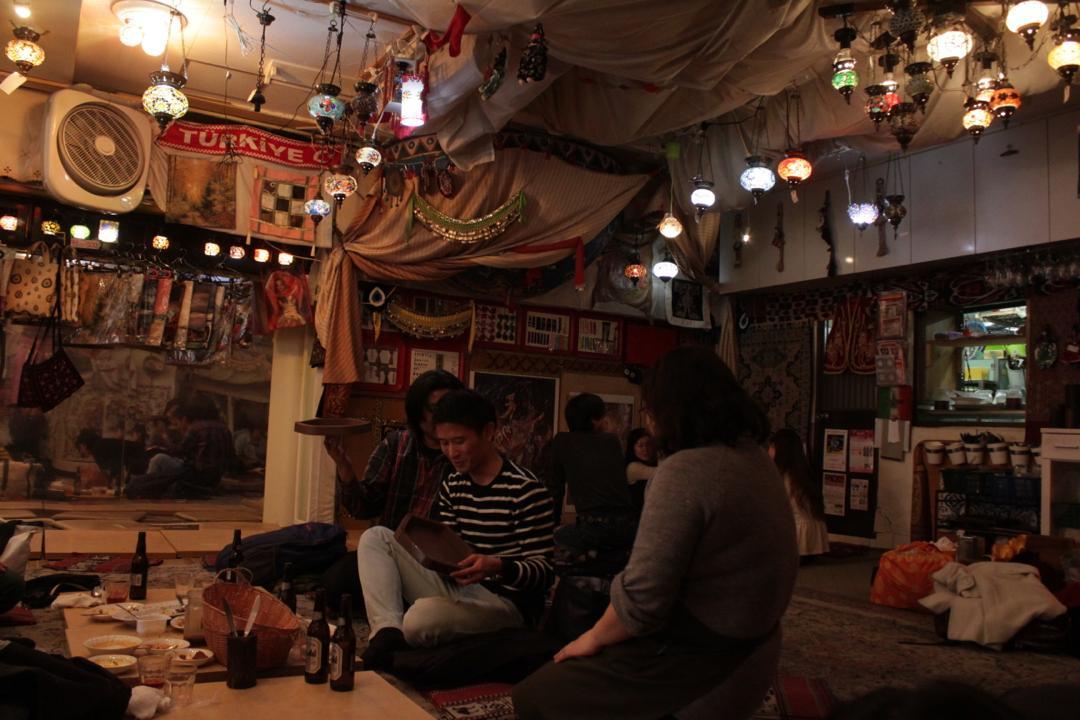 谷中銀座のトルコ料理店「ザクロ」店内