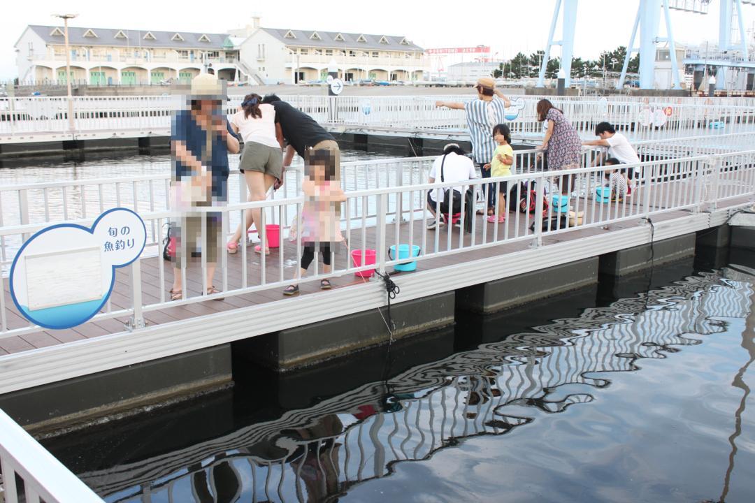 横浜八景島シーパラダイスのうみファームで魚釣り