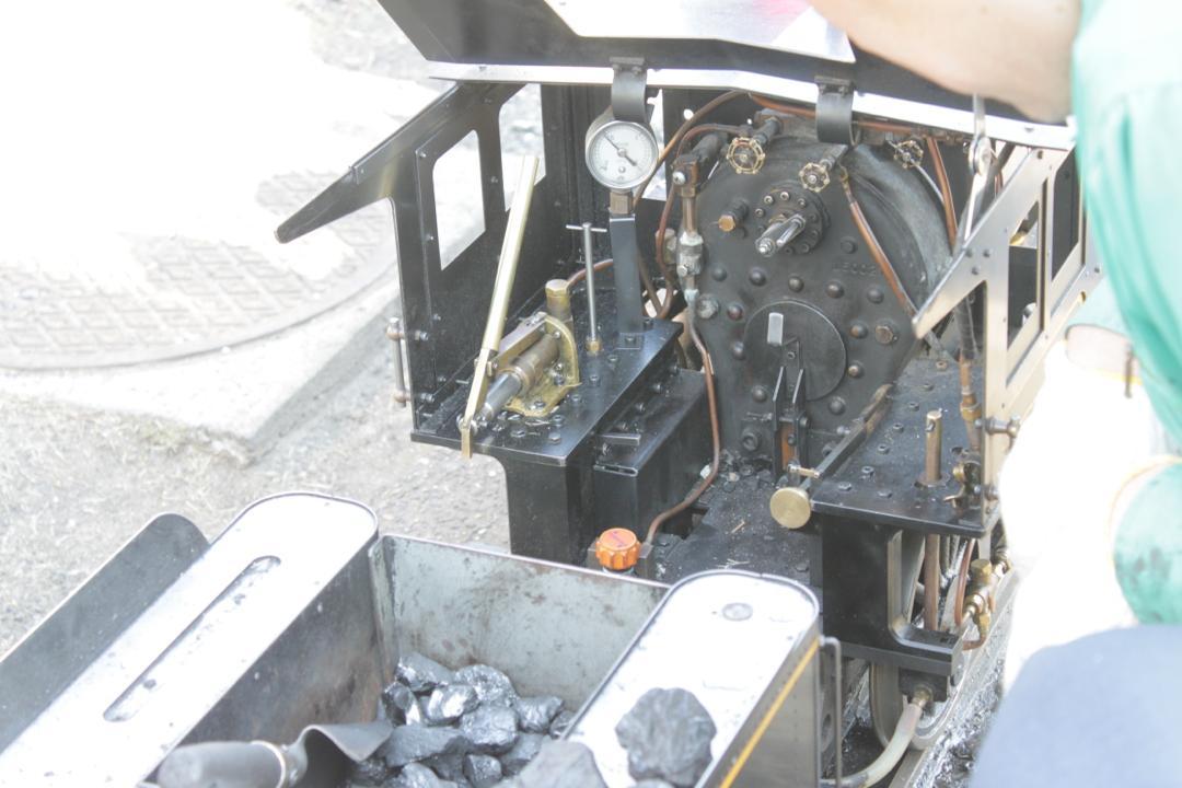 新宿交通公園のミニ蒸気機関車は本物