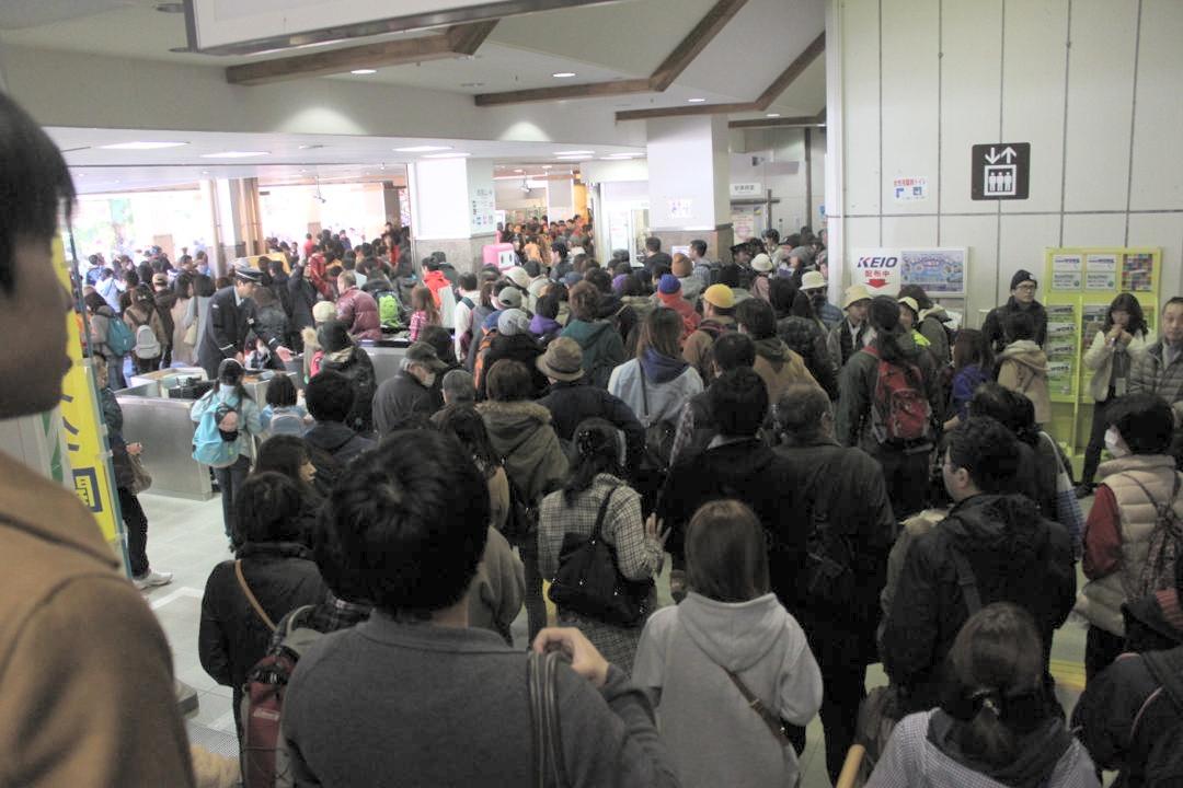 京王高尾山駅は大混雑