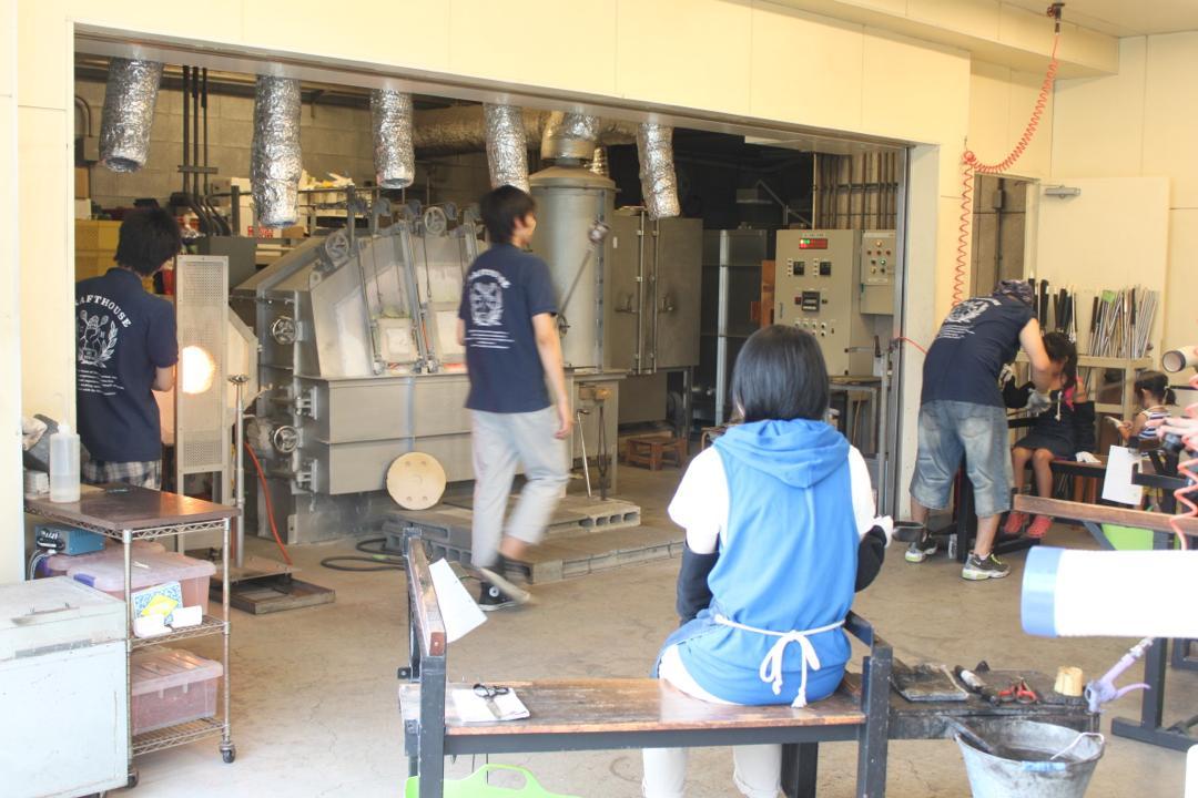 箱根クラフトハウスの吹きガラス体験