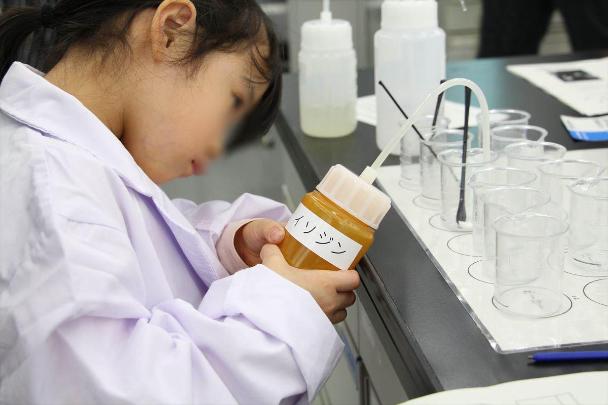 日本科学未来館の化学実験室ミニラボ