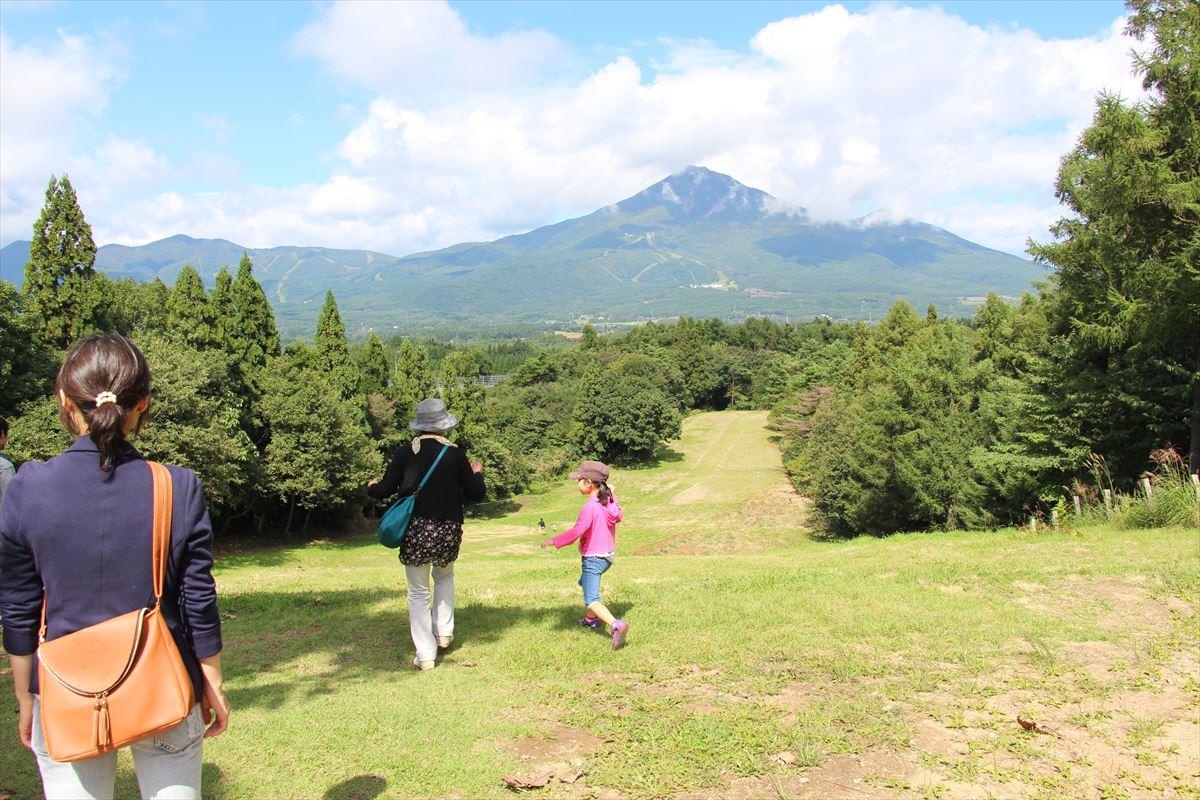 福島県の磐梯南ヶ丘牧場の広場