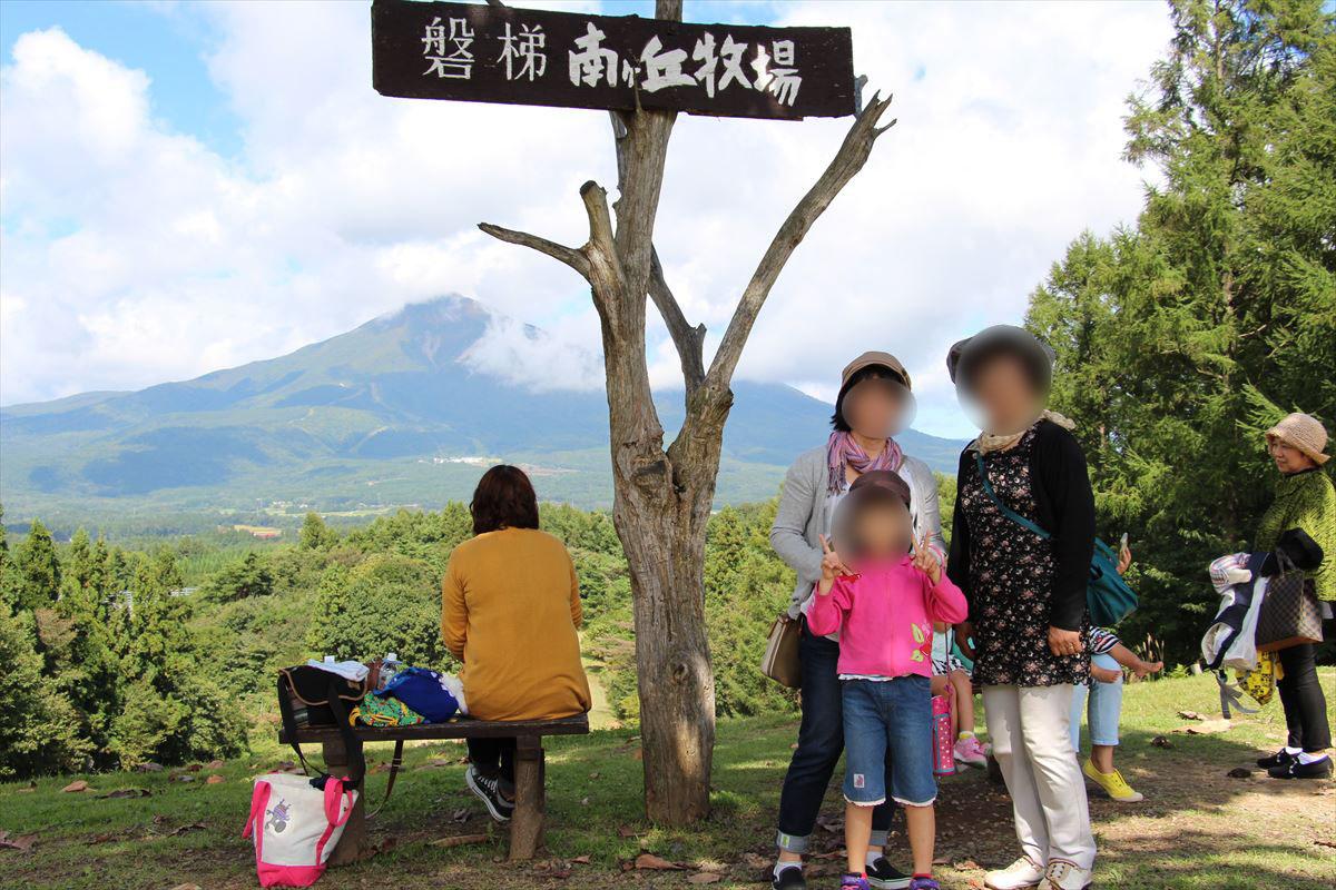 福島県の磐梯南ヶ丘牧場で記念撮影