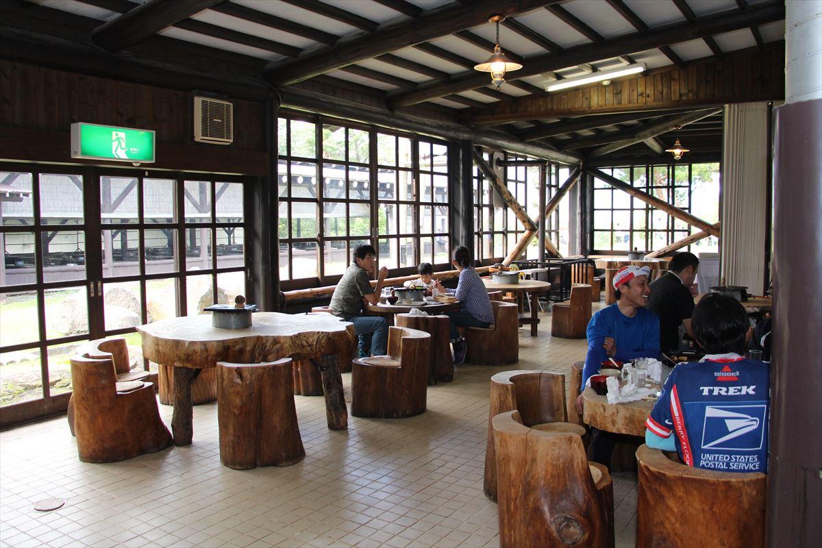 福島県の磐梯南ヶ丘牧場のレストラン店内