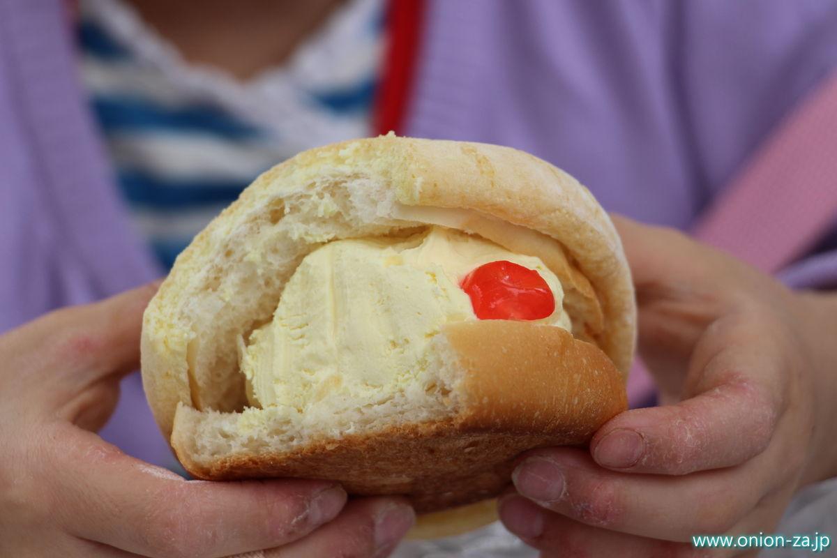 米粉パン屋さんベーコンの北極メロンパン