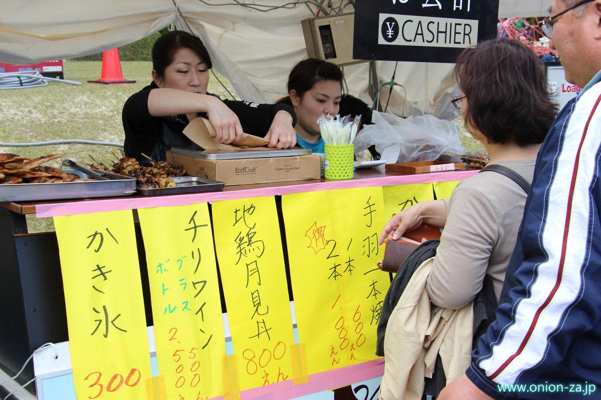 福島県「四季の里公園」の川俣シャモ祭り屋台
