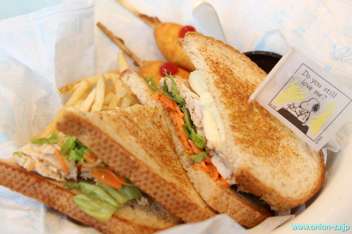 スヌーピーミュージアムのカフェオリジナルサンドイッチ