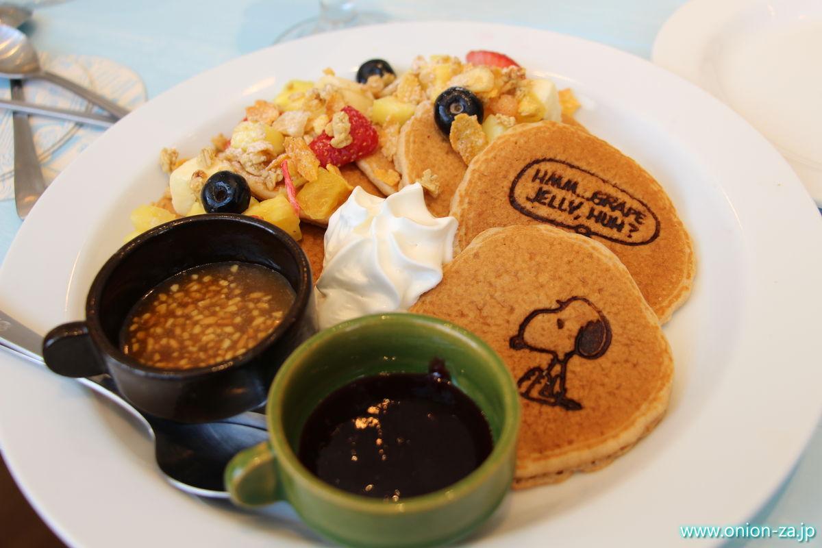 スヌーピーミュージアムのカフェオリジナルパンケーキ