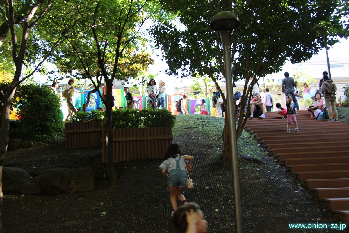 六本木さくら坂公園の入り口