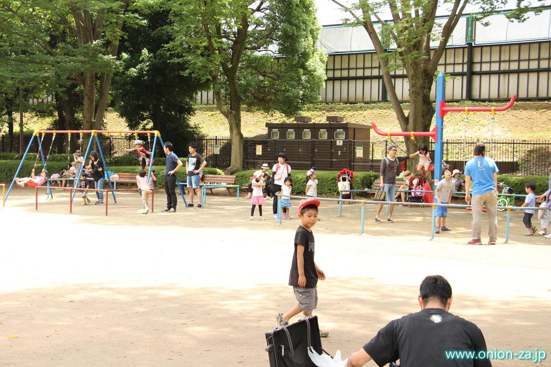 東京都立小金井公園のこどもの広場ブランコ