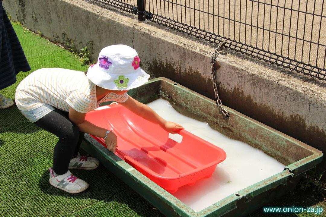 小金井公園ソリゲレンデは水で濡らす