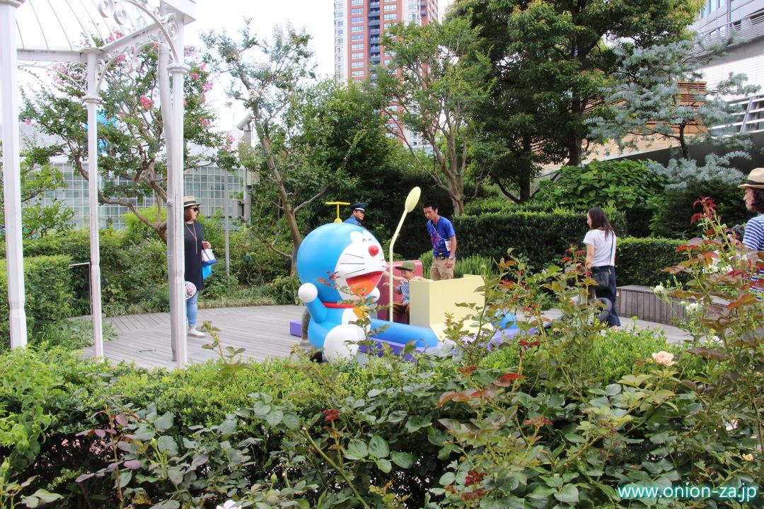 ドラえもんテレビ朝日夏祭りのドラえもん広場にあるタイムマシン