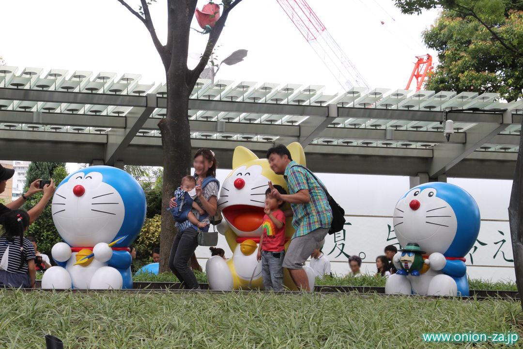 ドラえもんテレビ朝日夏祭りで記念写真