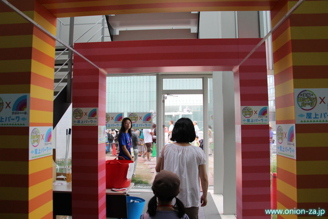 ドラえもんテレ朝夏祭りの7F社員食堂屋上テラス入口