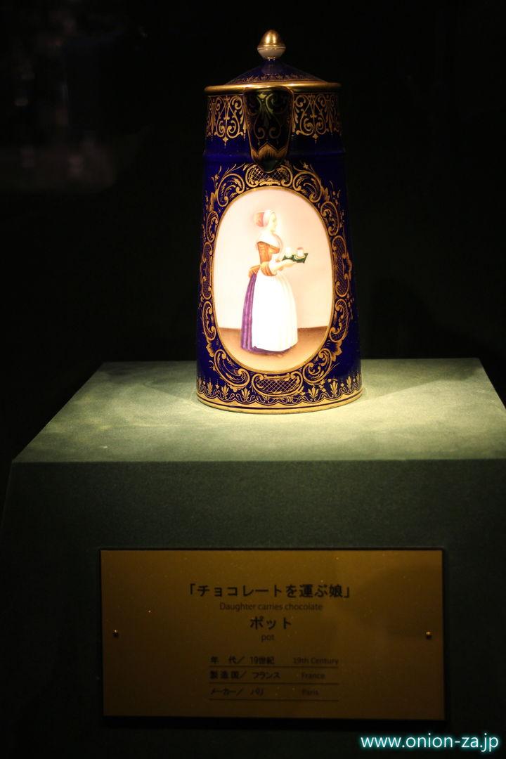 北海道にある白い恋人パークのチョコレート美術品