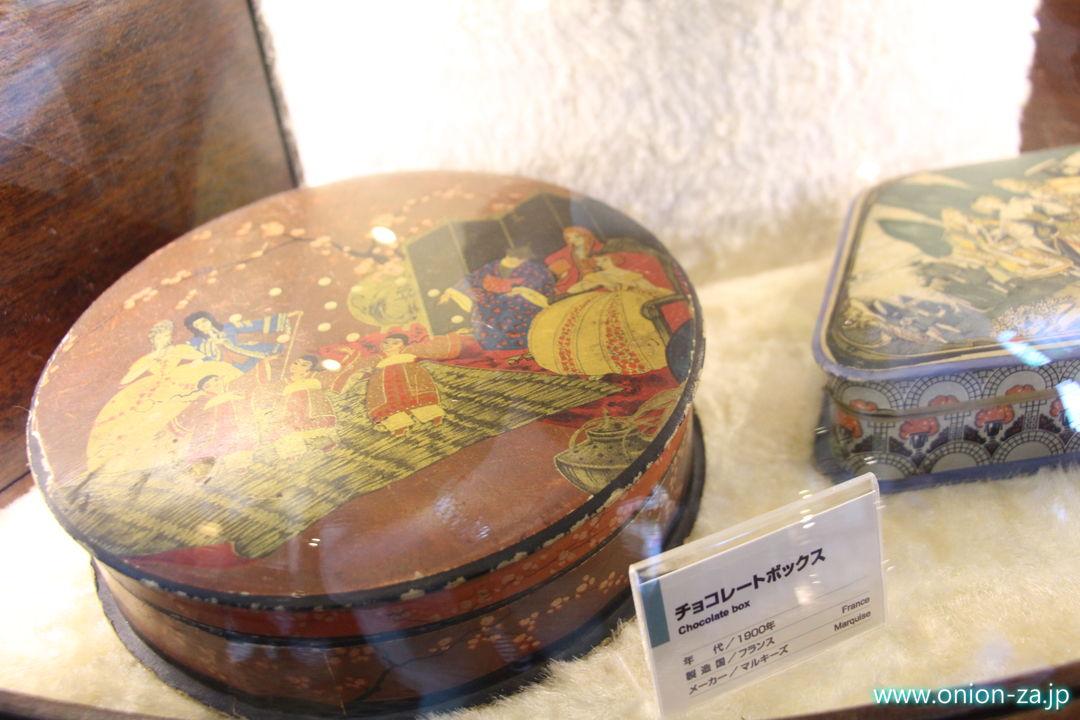 北海道にある白い恋人パークにある古いチョコレートボックス