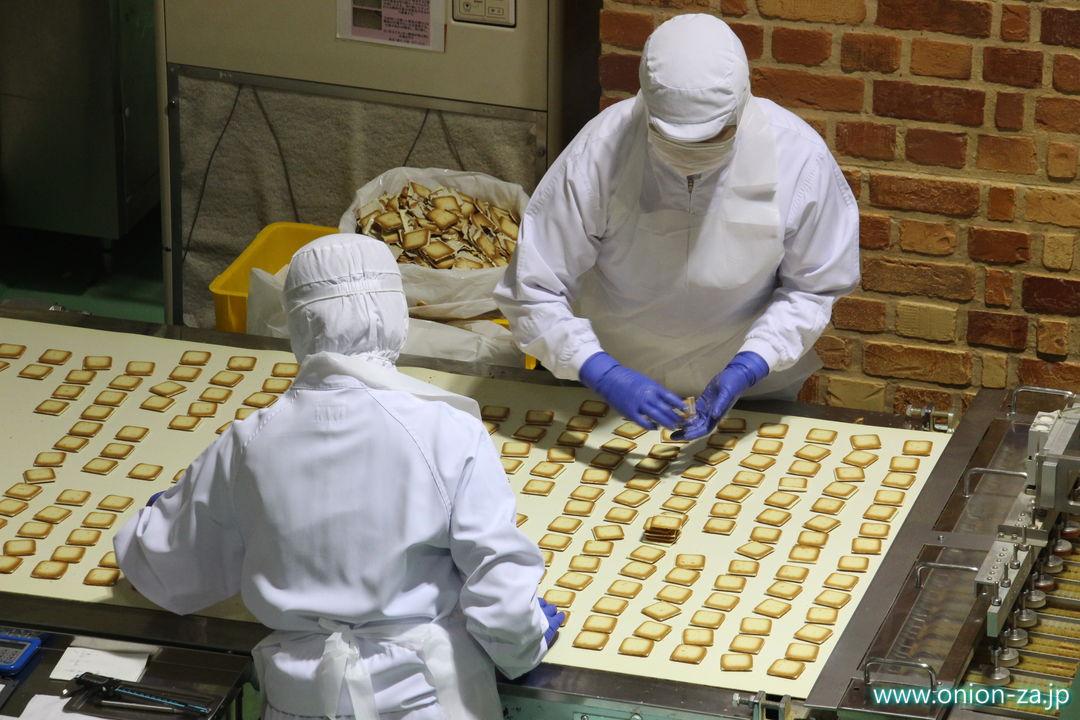 北海道にある白い恋人パークの工場見学「クッキー製造工程」3