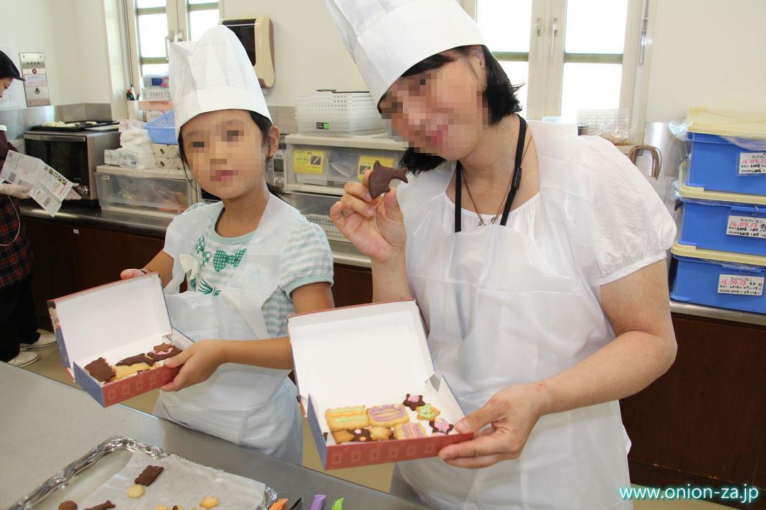 白い恋人パークのお菓子作り体験工房でクッキー作り完了