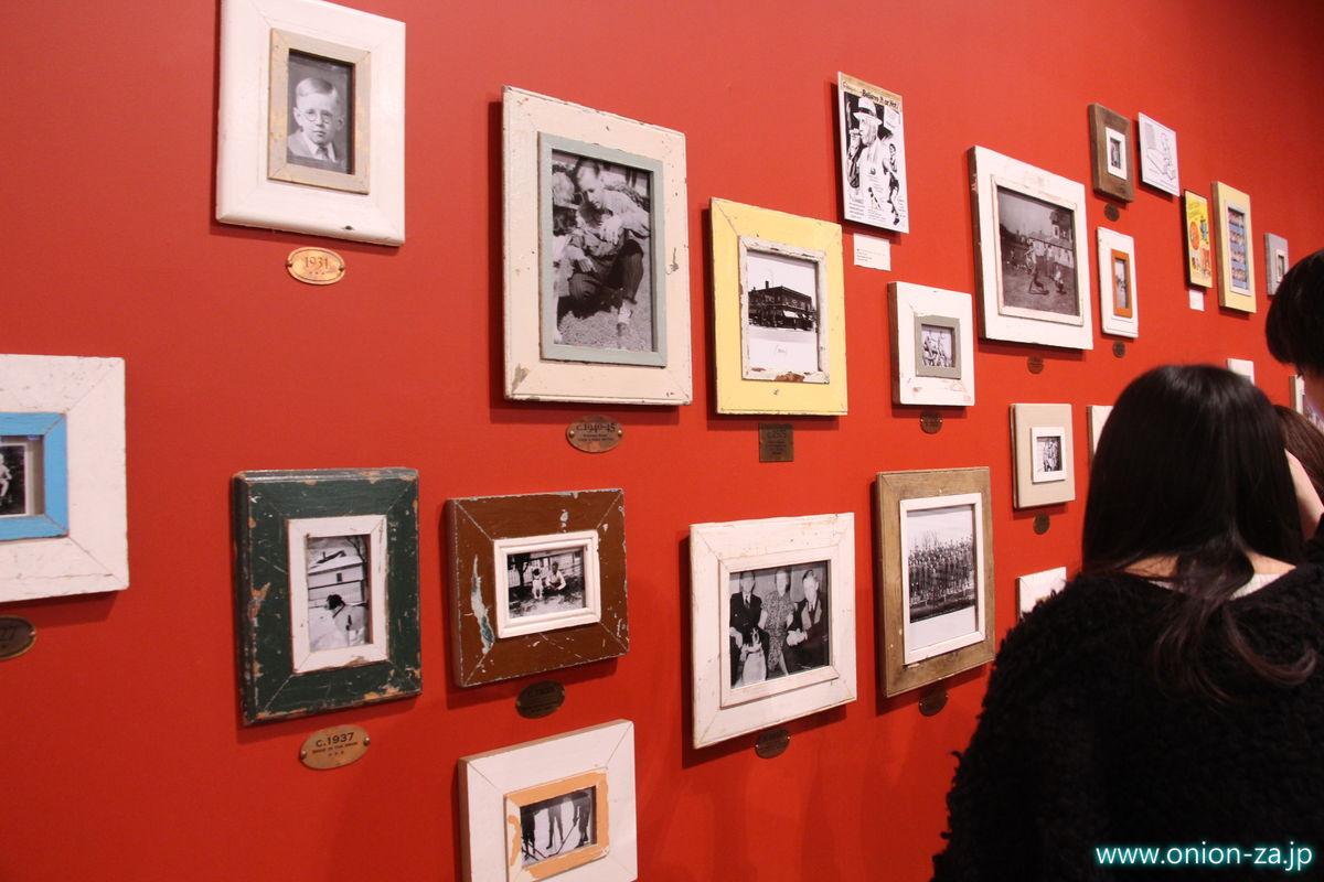 スヌーピーミュージアムのチャールズシュルツの写真