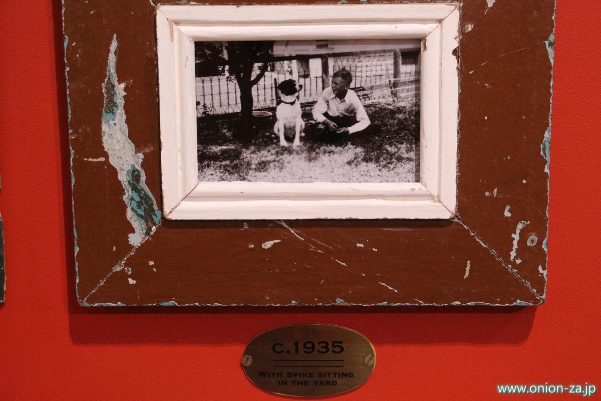 チャールズシュルツとスパイクの写真