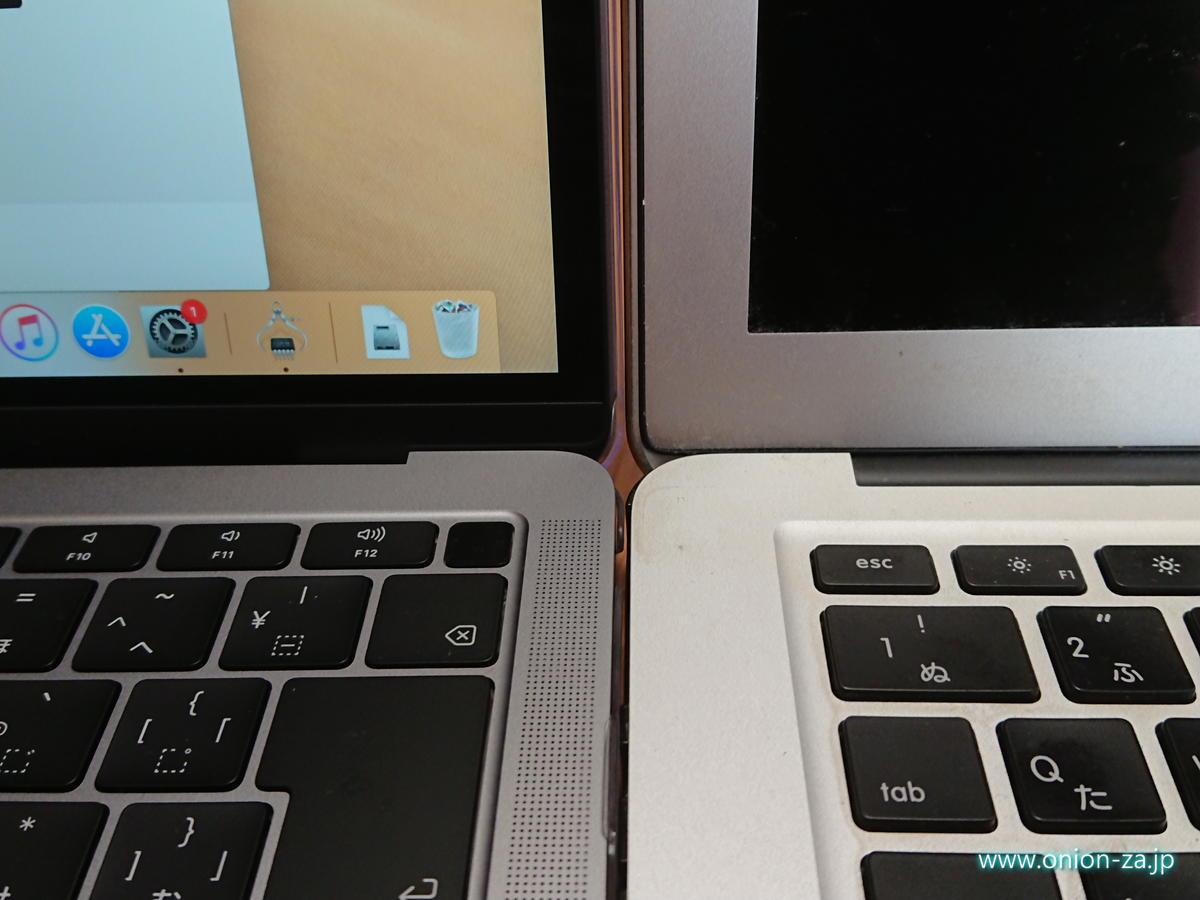 新しいMacBook Airの方はベゼルが半分以下