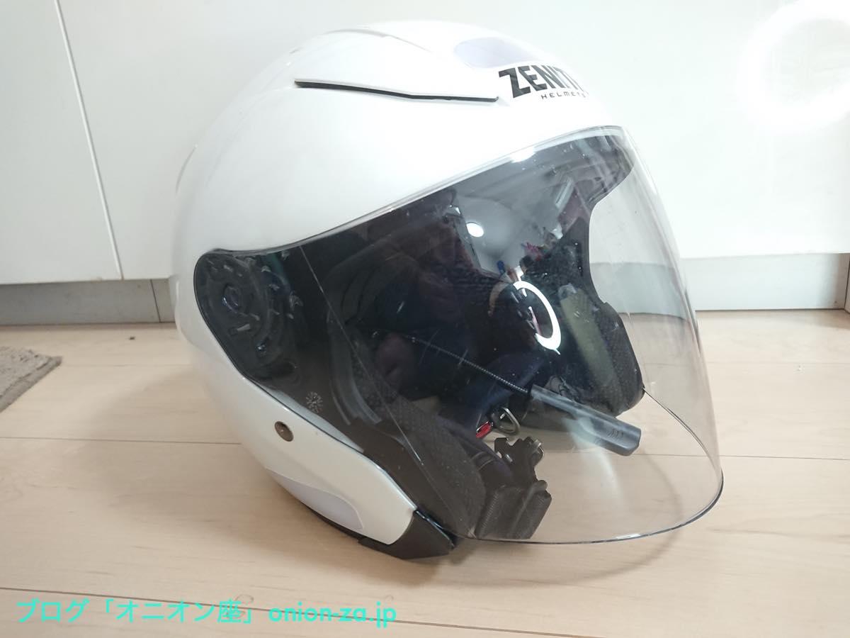 オーソドックスながらダサくないヘルメットのデザインにも注目されたし