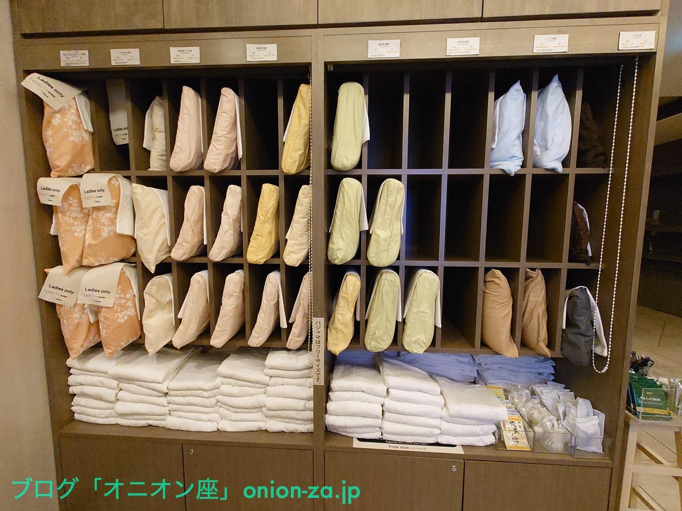 某県にあるスーパーホテルの枕コーナー。セルフサービスで枕が選び放題なのが魅力。