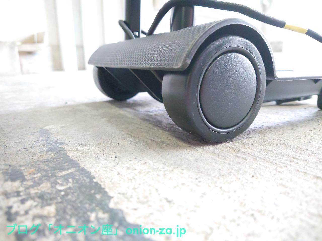 ゴムタイヤではないのだが、軸受けの設計が優れているのかして滑りは充分。